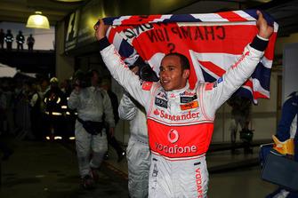 Lewis Hamilton, McLaren viert zijn wereldkampioenschap in parc ferme
