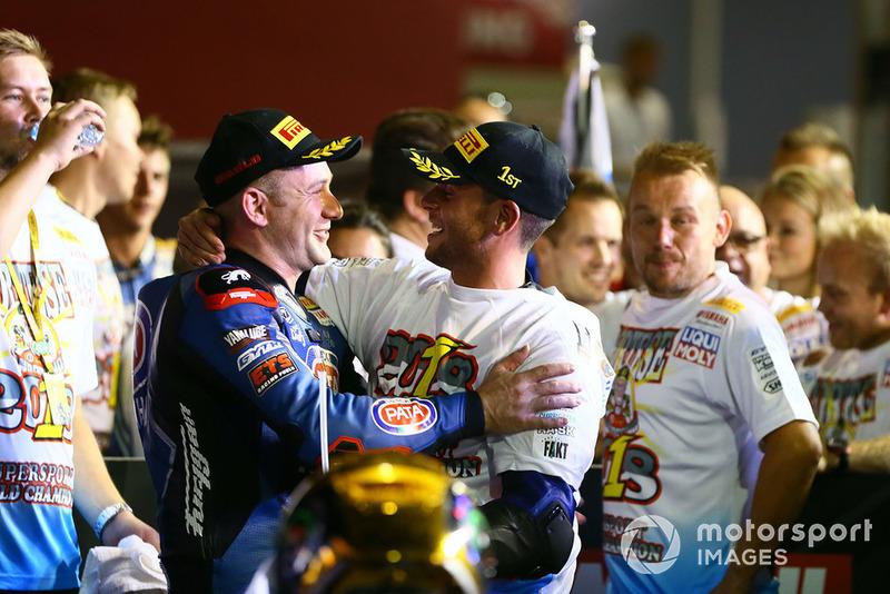 Le vainqueur Lucas Mahias, GRT Yamaha Official WorldSSP Team, et le Champion WSS Sandro Cortese, Kallio Racing