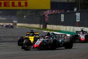 Kevin Magnussen, Haas F1 Team VF-18, leads Nico Hulkenberg, Renault Sport F1 Team R.S. 18, and Romain Grosjean, Haas F1 Team VF-18