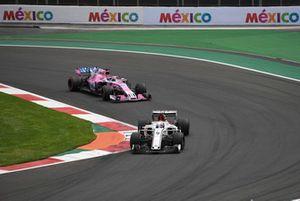Marcus Ericsson, Sauber C37 leads Sergio Perez, Racing Point Force India VJM11