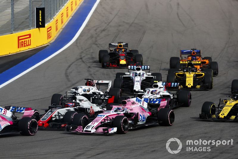 Los Force India, en la zona media