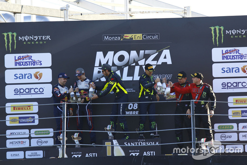 Le podium du Monza Rally Show : Valentino Rossi et Carlo Cassina (vainqueurs), Teemu Suninen et Marko Salminen (deuxièmes), Roberto Brivio et Luca Brivio (troisièmes)