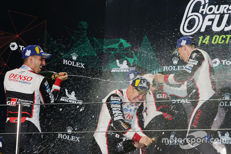 Podio LMP1: ganadores, Mike Conway, Kamui Kobayashi, Jose Maria Lopez, Toyota Gazoo Racing