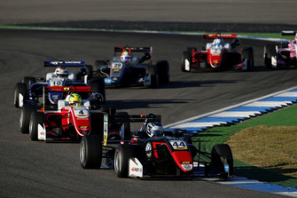 Start action, Jüri Vips, Motopark Dallara F317 - Volkswagen leads