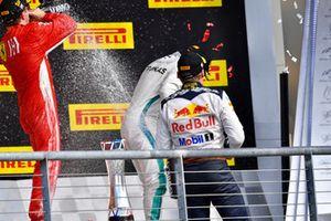 Podio: segundo lugar Max Verstappen, Red Bull Racing, ganador de la carrera Kimi Raikkonen, Ferrari y tercer lugar Lewis Hamilton, Mercedes AMG F1