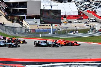 Start zum GP USA 2018 in Austin: Kimi Räikkönen, Ferrari SF71H, führt