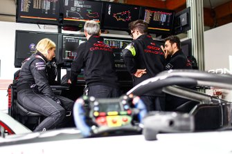 Pippa Mann, GEOX Dragon, look at data screens