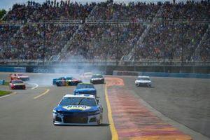 Kyle Busch, Joe Gibbs Racing, Toyota Camry M&M's Hazelnut spins