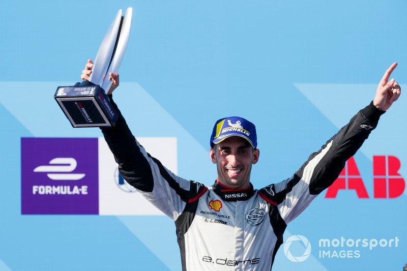 Sébastien Buemi, Nissan e.Dams, terza posizione, festeggia sul podio