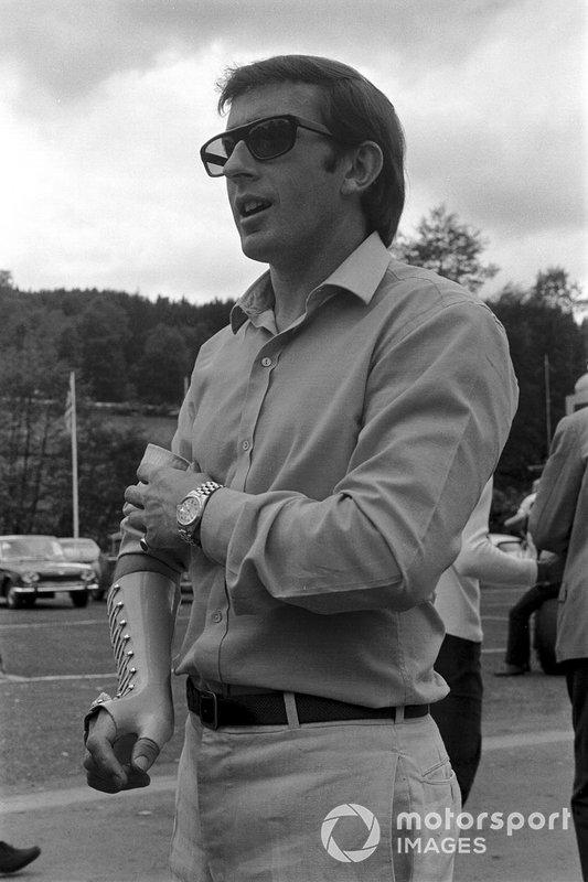 Для Стюарта Гран При Бельгии стал первым после паузы. Несколькими неделями ранее шотландец повредил руку, попав в аварию в гонке Формулы 2 на трассе «Харама», потому использовал специальную фиксирующую накладку