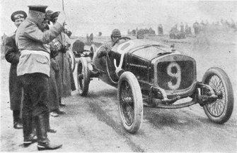 Russian Grand Prix, 1913 - Second place Ivan Ivanov - (Ivanov at the start of the Grand Prix of Russia in 1913 driving Russo-Baltique C24/58 4 cyl - Fotos da revista Niva nº 25 de 1913)