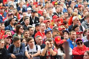 Fans watch Vitaly Petrov on stage
