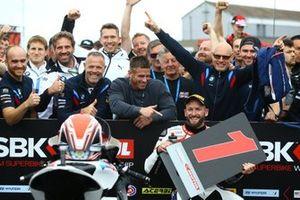 Il poleman Tom Sykes, BMW Motorrad WorldSBK Team
