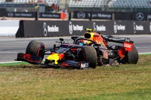 Pierre Gasly, Red Bull Racing RB15, comes to a halt after an accident