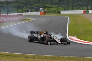 Kevin Magnussen, Haas F1 Team VF-19, locks up