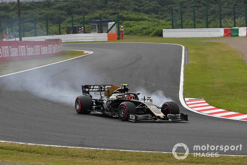Kevin Magnussen, Haas F1 Team VF-19, locks up