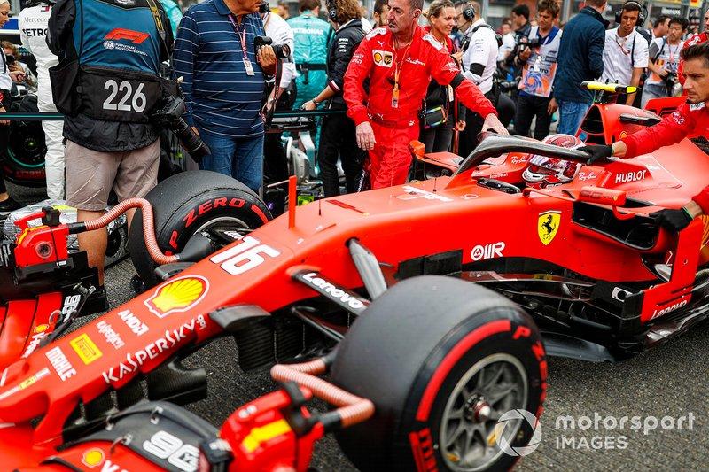 Charles Leclerc, Ferrari SF90, arriva sulla griglia