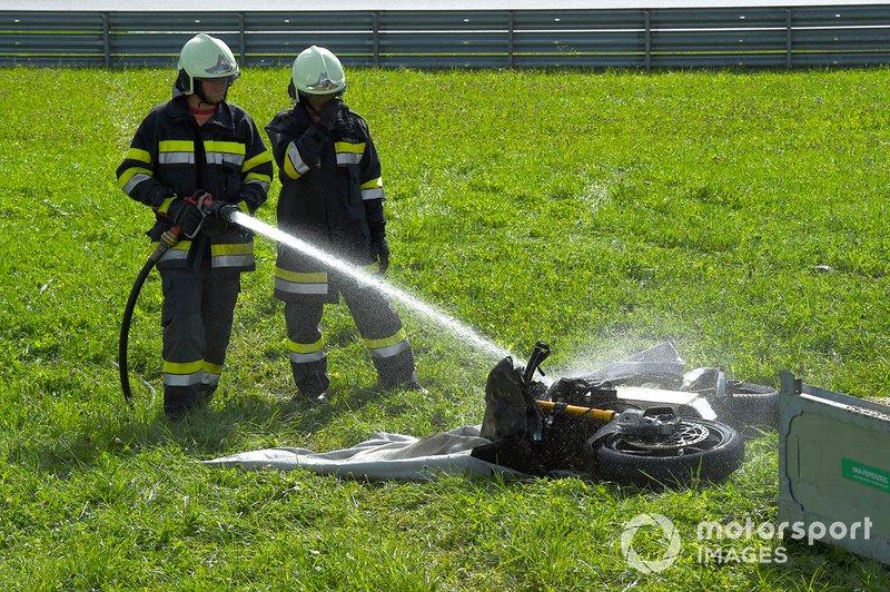 Motocicleta de MotoE en llamas
