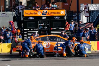 Brad Keselowski, Team Penske, Ford Mustang Autotrader pit stop