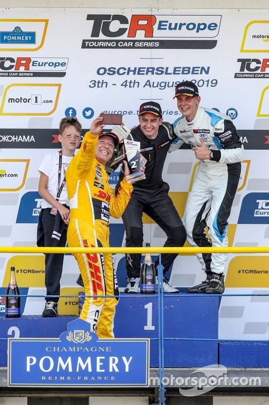 Podium: Race winner Alex Morgan, Wolf-Power Racing Cupra TCR, second place Tom Coronel, Boutsen Ginion Racing Honda Civic Type R, third place Josh Files, Target Competition Hyundai i30 N TCR