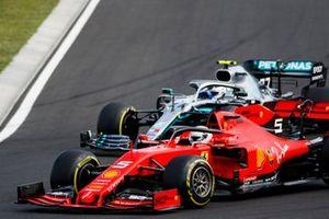 Sebastian Vettel, Ferrari SF90, en Valtteri Bottas, Mercedes AMG W10