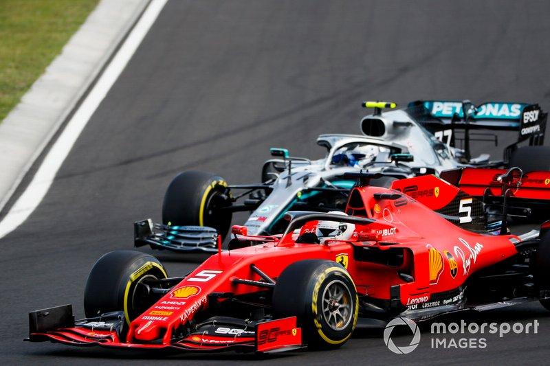Sebastian Vettel, Ferrari SF90, precede Valtteri Bottas, Mercedes AMG W10