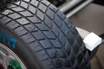 Neumáticos mojados