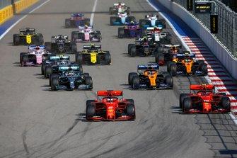 Start zum GP Russland 2019 in Sochi: Sebastian Vettel, Ferrari SF90, führt