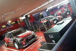 Citroën C3 WRC nel garage del Citroën World Rally Team