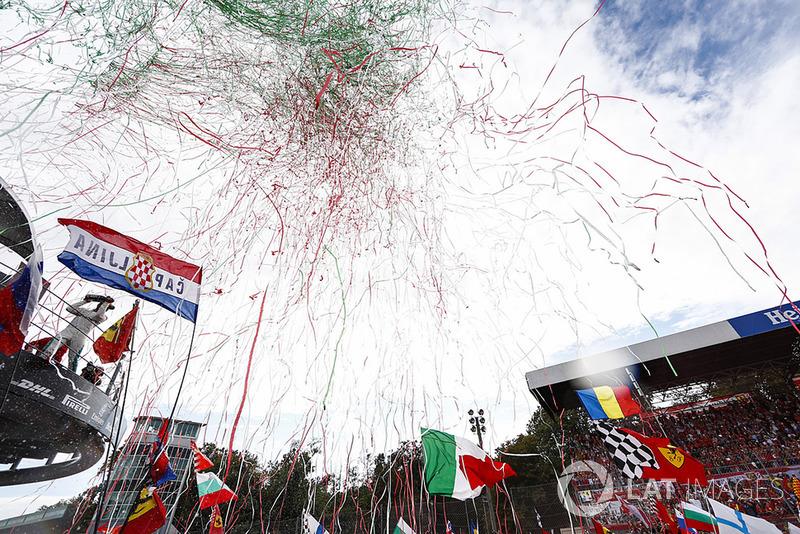 La celebración en el podio de Monza