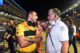 Otmar Szafnauer, Racing Point Force India Teambaas en Cyril Abiteboul, Renault Sport F1 Managing Director op de grid