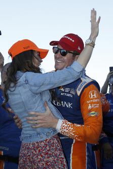 Scott Dixon, Chip Ganassi Racing Honda viert de titel met zijn vrouw Emma