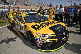 Erik Jones, Joe Gibbs Racing, Toyota Camry DeWalt e la crew chief Chris Gayle
