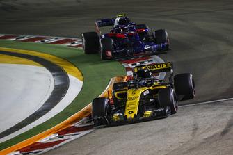 Nico Hulkenberg, Renault Sport F1 Team R.S. 18 and Pierre Gasly, Scuderia Toro Rosso STR13