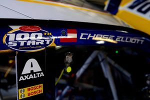 Chase Elliott, Hendrick Motorsports, Chevrolet Camaro NAPA Auto Parts 100th start