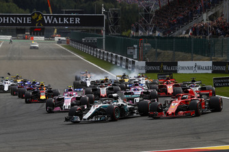Lewis Hamilton, Mercedes AMG F1 W09, voor Sebastian Vettel, Ferrari SF71H, Sergio Perez, Racing Point Force India VJM11, Esteban Ocon, Racing Point Force India VJM11, Romain Grosjean, Haas F1 Team VF-18