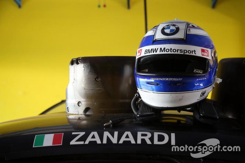 Helm van Alex Zanardi, BMW M4 DTM
