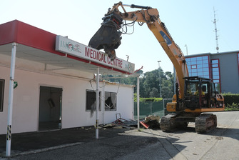 Inizio dei lavori di demolizione del Centro Medico