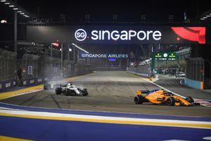 Stoffel Vandoorne, McLaren MCL33, Lance Stroll, Williams FW41 ve Sergey Sirotkin, Williams FW41