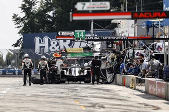 #54 CORE autosport ORECA LMP2, P - Jon Bennett, Colin Braun, pit stop