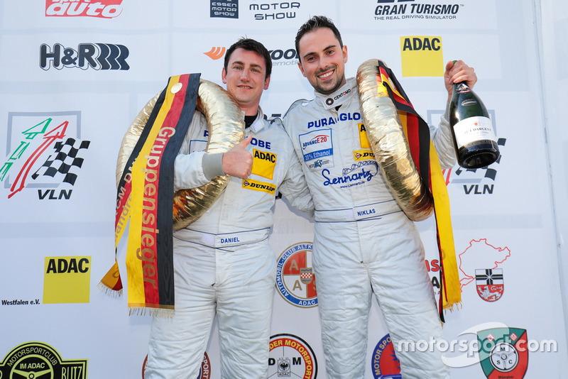 #460 Porsche Cayman: Daniel Blickle, Niklas Steinhaus
