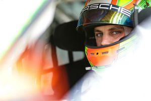 #911 Manthey Racing Porsche 911 GT R: Laurens Vanthoor