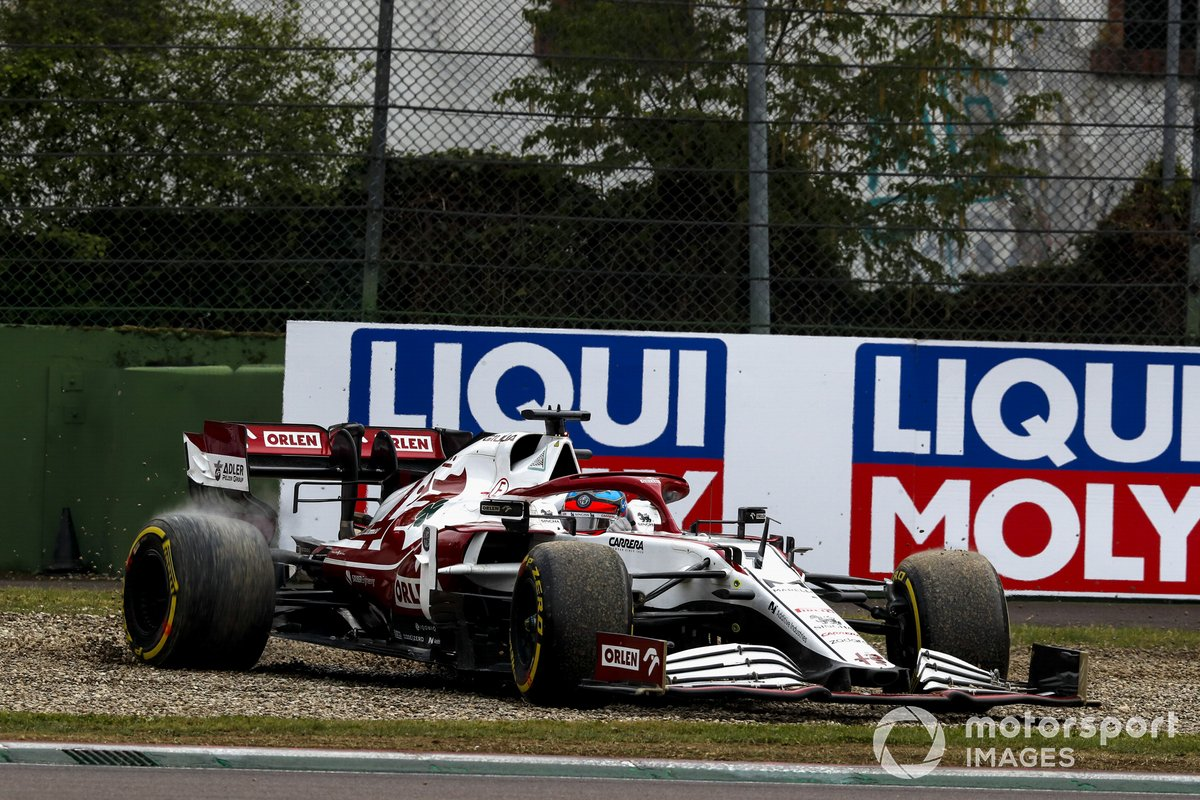 Kimi Raikkonen, Alfa Romeo Racing C41, nella sabbia