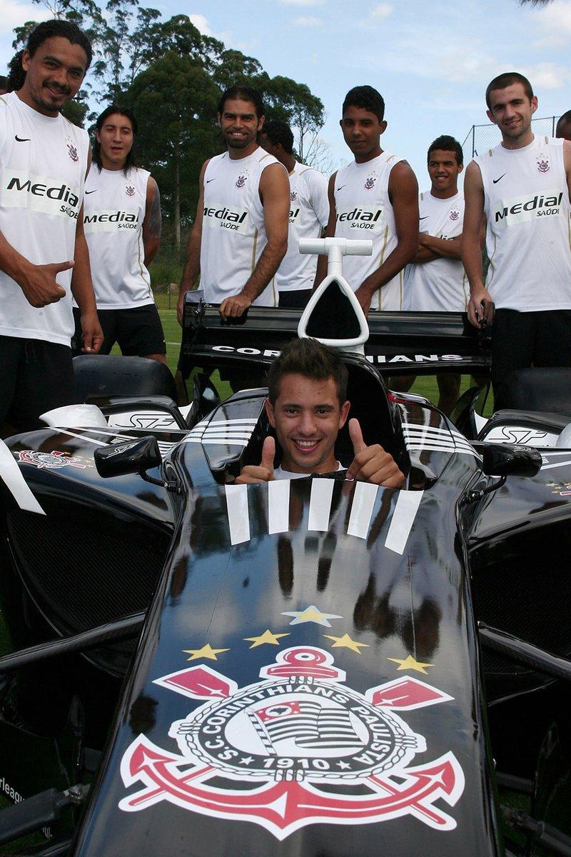 فريق كورينثيانز، مع سيارة الفريق في سوبر ليغ
