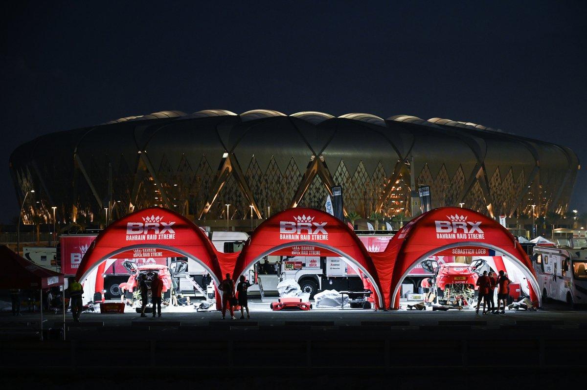 #311 Bahrain Raid Xtreme Hunter: Nani Roma, Alex Winocq, #310 Abu Dhabi Racing Peugeot: Sheikh Khalid Al Qassimi, Xavier Panseri