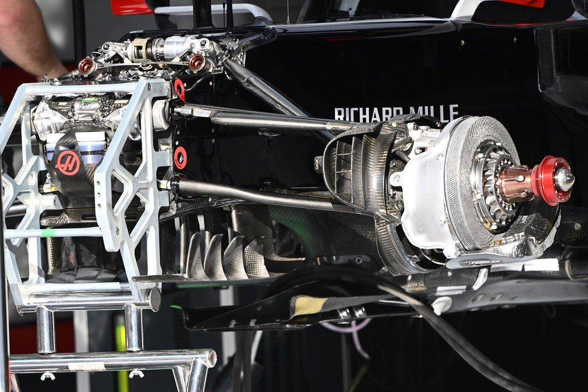 Haas VF-20: Vorderrad-Aufhängung