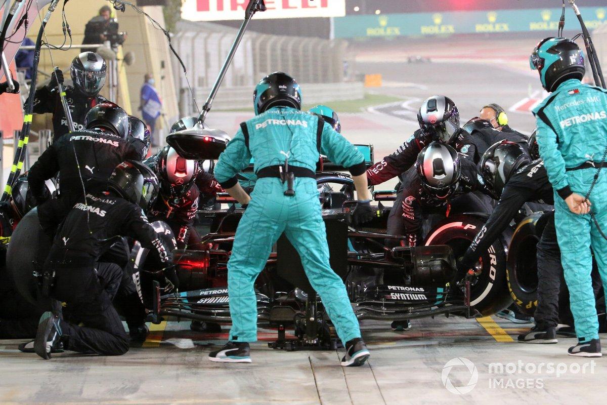 George Russell, Mercedes F1 W11 en pits