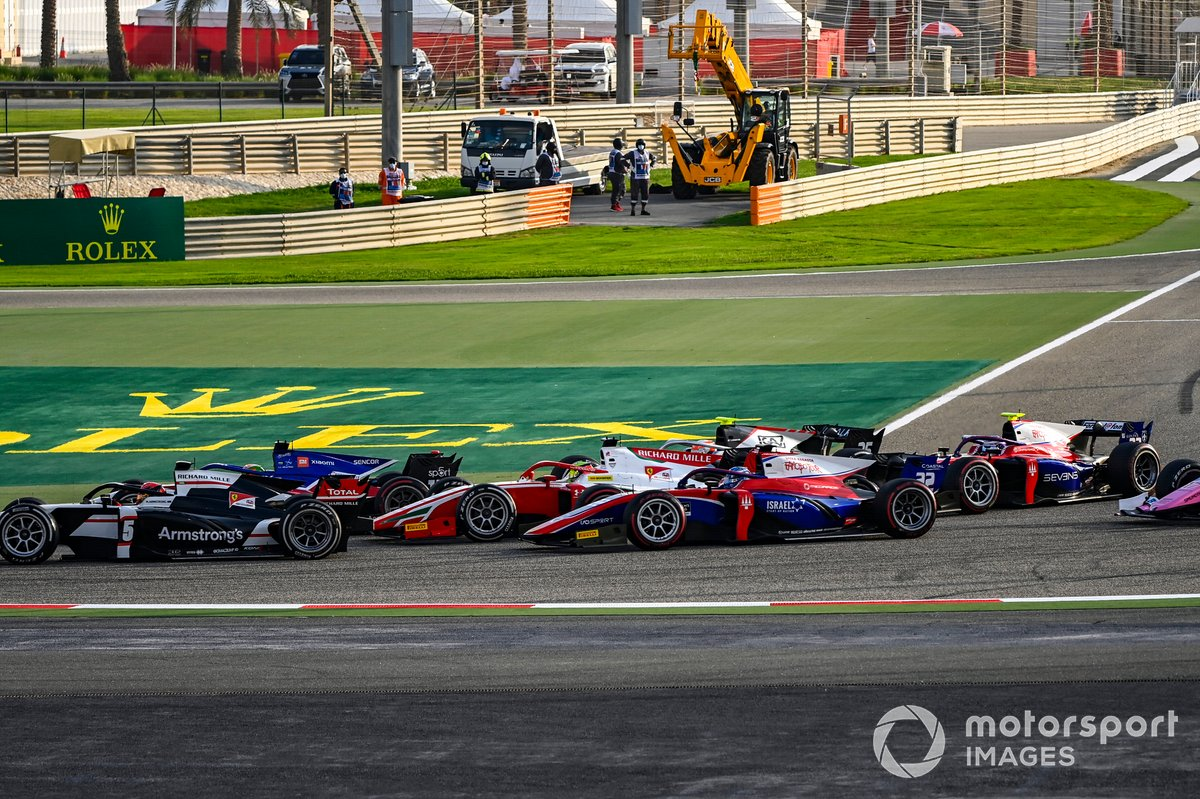 Marcus Armstrong, ART Grand Prix precede Louis Deletraz, Charouz Racing System, Mick Schumacher, Prema Racing, Roy Nissany, Trident e Marino Sato, Trident