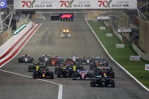 Lewis Hamilton, Mercedes F1 W11, Sergio Perez, Racing Point RP20, Max Verstappen, Red Bull Racing RB16 en Valtteri Bottas, Mercedes F1 W11