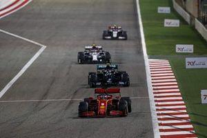 Sebastian Vettel, Ferrari SF1000, Valtteri Bottas, Mercedes F1 W11, Antonio Giovinazzi, Alfa Romeo Racing C39, en Kevin Magnussen, Haas VF-20